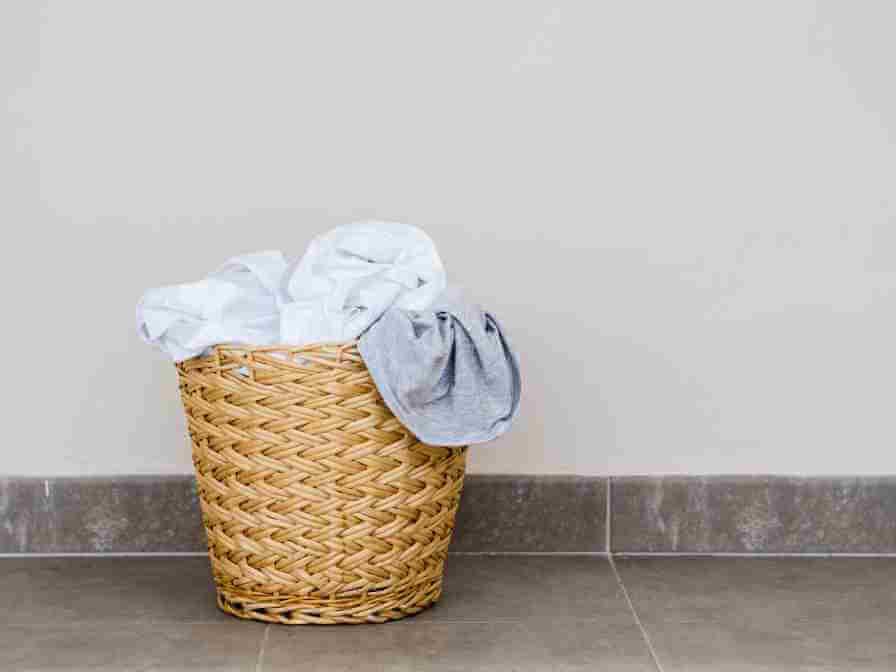 Panier de linge avant lavage à la main